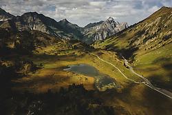 THEMENBILD - Hochtannbergpass mit der Landschaft und den umliegenden Bergen und dem Kalbelesee, aufgenommen am 16. September 2020 in Hochkrumbach, Oesterreich // Hochtannbergpass with the landscape and the surrounding mountains in Hochkrumbach, Austria on 2020/09/16. EXPA Pictures © 2020, PhotoCredit: EXPA/ JFK