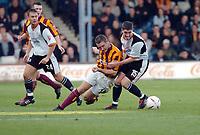 Fotball<br /> England 2004/2005<br /> Foto: SBI/Digitalsport<br /> NORWAY ONLY<br /> <br /> 30.10.2004<br /> Luton Town v Bradford City<br /> Coca Cola league One<br /> <br /> Darren Holloway battles with Lutons Ben Muirhead