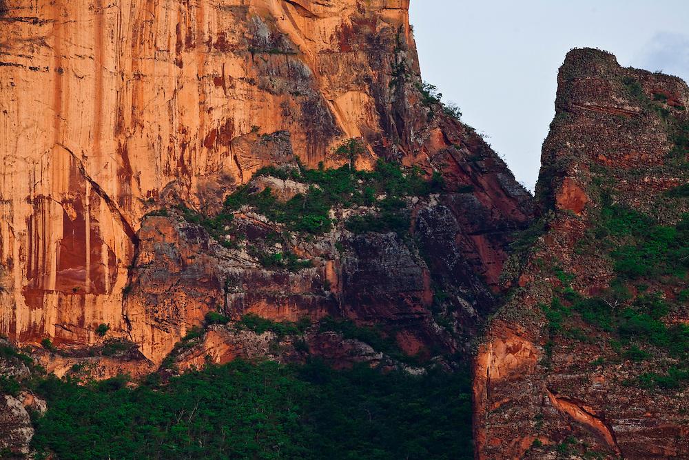 Chapada dos Guimaraes_MT, Brasil...Imagens do Parque Nacional da Chapada dos Guimaraes no Estado do Mato Grosso. Na foto Cidade de Pedra...The Chapada dos Guimaraes National Park  is a national park in the Brazilian state of Mato Grosso. In this photo Cidade de Pedra...Foto: JOAO MARCOS ROSA  / NITRO..