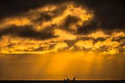 Vessel sailing in a golden horizon | Båt som seiler i en gyllen horisont