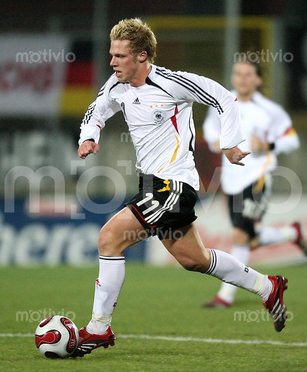 Fussball  International    U21 LAENDERSPIEL  Deutschland - Tschechische Republik    Rouwen HENNINGS (GER), Einzelaktion am Ball