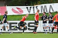 Fotball<br /> 4. Oktober 2015<br /> OBOS Ligaen<br /> Myrdal Gress<br /> Åsane - Sogndal<br /> Taijo Teniste (L) , Thomas Drage (3R) og Rune Bolseth (2R) , Sogndal depper mens<br /> målscorer Vegard Leikvoll Moberg (5R) , Jacob Glesnes (4R) og Geir Andre Herrem (R) , Åsane jubler<br /> Foto: Astrid M. Nordhaug