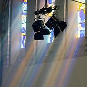 NLD/Groningen/20180427 - Koningsdag Groningen 2018, licht valt door gla in lood ramen van de Martinikerk op Willem-Alexander