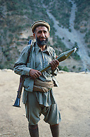 Afghanistan, vallée du Kunar, Moudjahidin combatant contre l'armée russe - 1984. // Afghanistan, Kunar valley, freedom fighter (moudjahidin) again russian army. 1984.