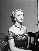 31/09/1952<br /> 09/31/1952<br /> 31 September 1952<br /> Fashions; Irene Gilbert, 22 South Frederick Street, Fashion designer. Fashion Parade at the Shelbourne Hotel, Stephens Green and Salon. Picture shows Irene Gilbert.