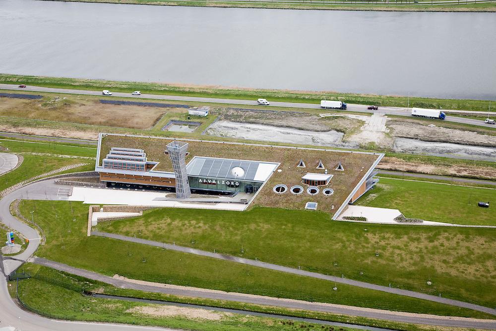 Nederland, Noord-Holland, Assendelft, 16-04-2008; hoofdvestiging van Afvalzorg aan de oever van het Noordzeekanaal; het bedrijf gespecialiseerd in het verwerken van afval op stortplaatsen zoals hier op de oude vuilstort bij Nauerna; zie verder ook overzichtsfoto, Nauernasche Polder..luchtfoto (toeslag); aerial photo (additional fee required); .foto Siebe Swart / photo Siebe Swart