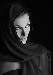 C'est Moi una progetto in collaborazione con la performer Giovanna Lacedra. <br /> 7 foto rappresentano la sua vita dal punto di vista di Pablo Peron