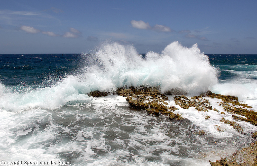 Waves at the North coast of Aruba.<br /> <br /> Noordkust van Aruba
