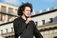 29 NOV 2019, BERLIN/GERMANY:<br /> Louis Motaal, Klimaaktivist, Fridays for Future Demonstration fuer mehr Klimaschutz, vor dem Brandenburger Tor<br /> IMAGE: 20191129-01-026<br /> KEYWORDS: Streik, Klima,