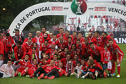 May 28, 2017 - Lisbon, Portugal - Benfica's players celebrates with the trophy after the Portugal Cup Final football match  SL Benfica vs Vitoria Guimaraes SC at Jamor stadium in Oeiras, outskirts of Lisbon, on May 28, 2017. Benfica won 2-1. Photo: Pedro Fiuza  (Credit Image: © Pedro Fiuza/NurPhoto via ZUMA Press)