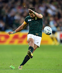 Handre Pollard of South Africa kicks for the posts - Mandatory byline: Patrick Khachfe/JMP - 07966 386802 - 07/10/2015 - RUGBY UNION - The Stadium, Queen Elizabeth Olympic Park - London, England - South Africa v USA - Rugby World Cup 2015 Pool B.