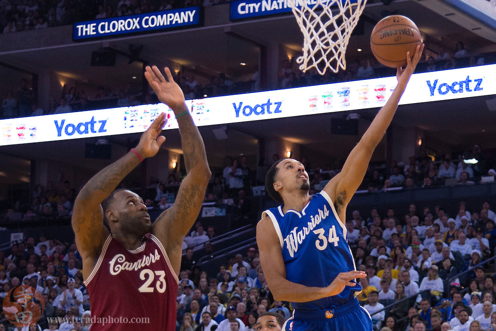 December 25, 2015; Oakland, CA, USA; Golden State Warriors guard Shaun Livingston (34) shoots the basketball against Cleveland Cavaliers forward LeBron James (23) in the third quarter of a NBA basketball game on Christmas at Oracle Arena. The Warriors defeated the Cavaliers 89-83.