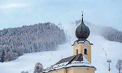 09.11.2016, Saalbach, AUT, Skicircus Saalbach Hinterglemm Leogang Fieberbrunn, im Bild die Kirche von Saalbach und die Piste des Bernkogel mit Lift und Schneekanonen. Etwa 1000 Schneeerzeuger (750 Schneekanonen und 250 Schneelanzen) kommen dabei im grössten Skigebiet Österreichs zum Einsatz // The church of Saalbach and the slopes of the Bernkogel with lift and Snow making machines. Around 1,000 Snow making machines (750 snow cannons and 250 snow lances) in the largest ski Ressort in Austria are used to make white slopes, Saalbach, Austria on 2016/11/09. EXPA Pictures © 2016, PhotoCredit: EXPA/ JFK