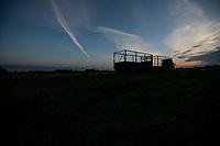 Wies Wojnowce, woj. podlaskie, 25.08.2021. Rozpoczela sie budowa 2,5-metrowego plotu z drutu kolczastego na granicy z Bialorusia. N/z wojsko rozladowuje z ciezarowki metalowe prety do budowy 2,5-metrowego plotu na granicy z Bialorusia fot Michal Kosc / AGENCJA WSCHOD