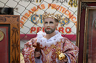 02 junio 2021, Tultepec, Estado de México. Imagen de san Juan de Dios preparada para ser bendecida por un sacerdote católico durante la celebración anual a este santo en la zona de talleres de La Saucera.