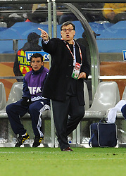 14.06.2010, Cape Town Stadium, Kapstadt, RSA, FIFA WM 2010, Italien vs Paraguay im Bild Paraguay Trainer Gerardo Martino., EXPA Pictures © 2010, PhotoCredit: EXPA/ InsideFoto/ G. Perottino, ATTENTION! FOR AUSTRIA AND SLOVENIA ONLY!!! / SPORTIDA PHOTO AGENCY