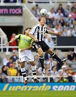 Fotball<br /> England 2005/2006<br /> Foto: SBI/Digitalsport<br /> NORWAY ONLY<br /> <br /> Newcastle United v Deportivo La Coruna<br /> Intertoto Cup.<br /> 03/08/2005.<br /> <br /> <br /> Newcastle's Alan Shearer (R) outjumps Deportivo's Aldo Duscher