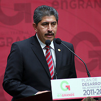 Toluca,  Mex -  El diputado Bernardo Olvera Enciso durante la presentacion del Plan de  Desarrollo Estatal 2011-2017 del gobernador Eruviel Avila Villegas.   Agencia MVT / Jose Hernadez