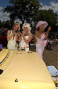 Melissa Walker, Trudy Webb and Angie Farey, Ascot, Wednesday 16 June 2004. ONE TIME USE ONLY - DO NOT ARCHIVE  © Copyright Photograph by Dafydd Jones 66 Stockwell Park Rd. London SW9 0DA Tel 020 7733 0108 www.dafjones.com