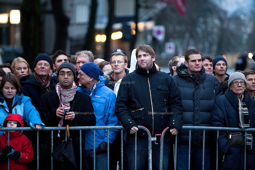 Spectators urging to have a peek at Obama as he recieves the Nobel Peace Prize in Oslo. Photo: Christopher Olssøn. 10.12.09 Oslo.