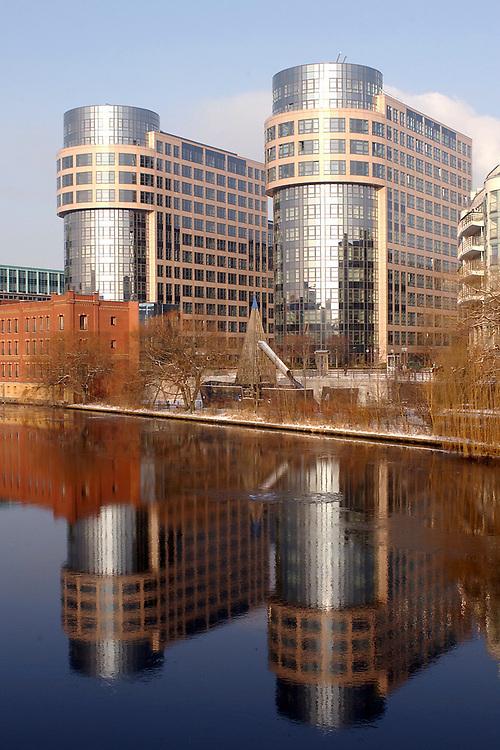 07 JAN 2003, BERLIN/GERMANY:<br /> Gebaeudeansicht Bundesministerium des Inneren (Rechter Turm)<br /> IMAGE: 20030107-01-022<br /> KEYWORDS: Bundesinnenministerium, Ministry of the Interior