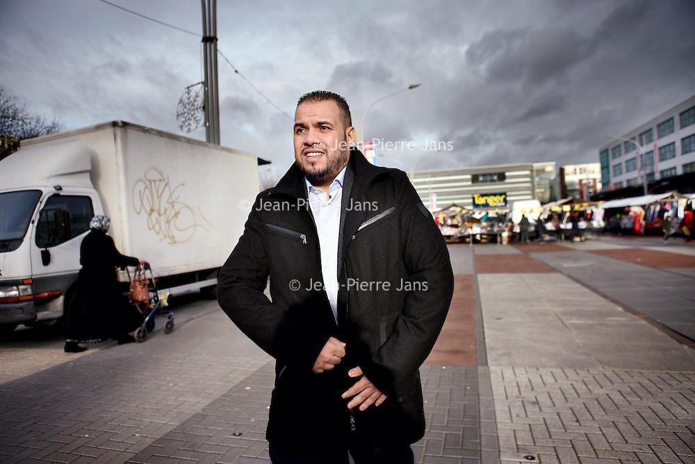Nederland, Amsterdam , 23 december 2014.<br /> jongerenimam Yassin Elforkani wandelend over Plein 40-45 in Slotermeer.<br /> Foto:Jean-Pierre Jans