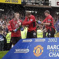 Fotball <br /> Premier League 2002/2003<br /> Manchester United feirer seriegullet<br /> Ole Gunnar Solskjær - David Beckham - Roy Keane - United<br /> Foto: Digitalsport