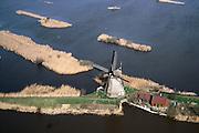 Nederland, Zuid-Holland, Kinderdijk, 08-03-2002;  individuele molen bij Kinderdijk (zie ook andere foto's vooralle molens);.UNESCO wereld cultuur erfgoed; toerisme bezienswaardigheid  Nederland waterland waterbeheer infrastructuur windenergie geschiedenis.<br /> luchtfoto (toeslag), aerial photo (additional fee)<br /> foto /photo Siebe Swart