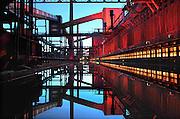 28-8-2010, Essen, DuitslandRuhrgebied, Zeche Zollverein. Deze voormalige kolenmijn staat op de werelderfgoed lijst van UNESCO, en is belangrijkste onderdeel van de culturele hoofdstad van Europa, Ruhr 2010. Waterbassin bij de Kokerei.Foto: Flip Franssen/Hollandse Hoogte