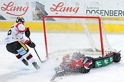 08.07.2016, Tiroler Wasserkraft Arena, Innsbruck, AUT, EBEL, HC TWK Innsbruck Die Haie vs HC Orli Znojmo, 8. Runde, im Bild Adam Hughesman (Znojmo), Andy Chiodo (HCI Innsbruck) // during the Erste Bank Icehockey League 8th Round match between HC TWK Innsbruck Die Haie and HC Orli Znojmo at the Tiroler Wasserkraft Arena in Innsbruck, Austria on 2016/10/08. EXPA Pictures © 2016, PhotoCredit: EXPA/ Johann Groder