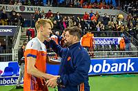 AMSTELVEEN - bondscoach Max Caldas (Ned) met Joep de Mol (Ned)  na   de tweede  Olympische kwalificatiewedstrijd hockey mannen ,  Nederland-Pakistan (6-1). Oranje plaatst zich voor de Olympische Spelen 2020.   COPYRIGHT KOEN SUYK