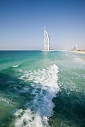 Burj Al Arab (l.), Jumeirah Beach Hotel (r.)