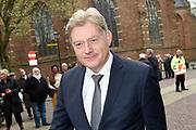 Politieke prominenten wonen de uitvoering van de Matthaus Passion bij in de Grote Kerk in Naarden. <br /> <br /> Op de foto:  Martin van Rijn
