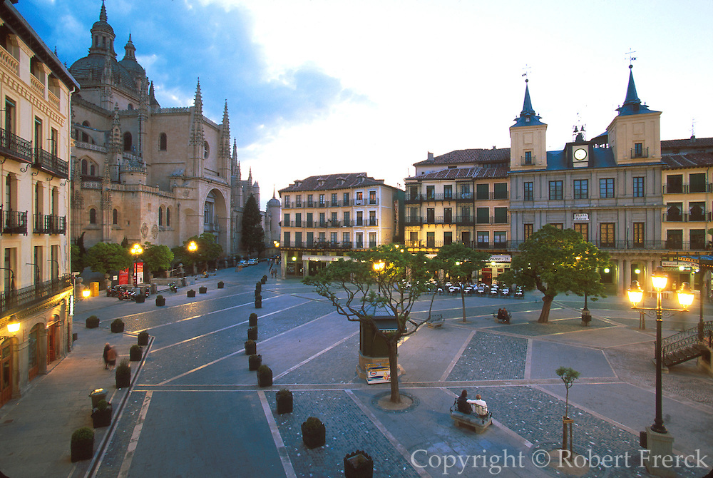 SPAIN, CASTILE, SEGOVIA Plaza Mayor; Cathedral; City Hall