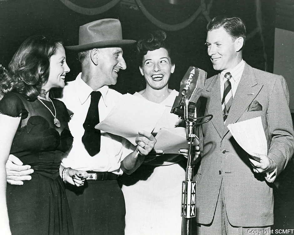 1944 (l to r) Diane Lewis, Jimmy Durante, Cass Daley & George Murphy during a radio broadcast from the Hollywood Canteen.