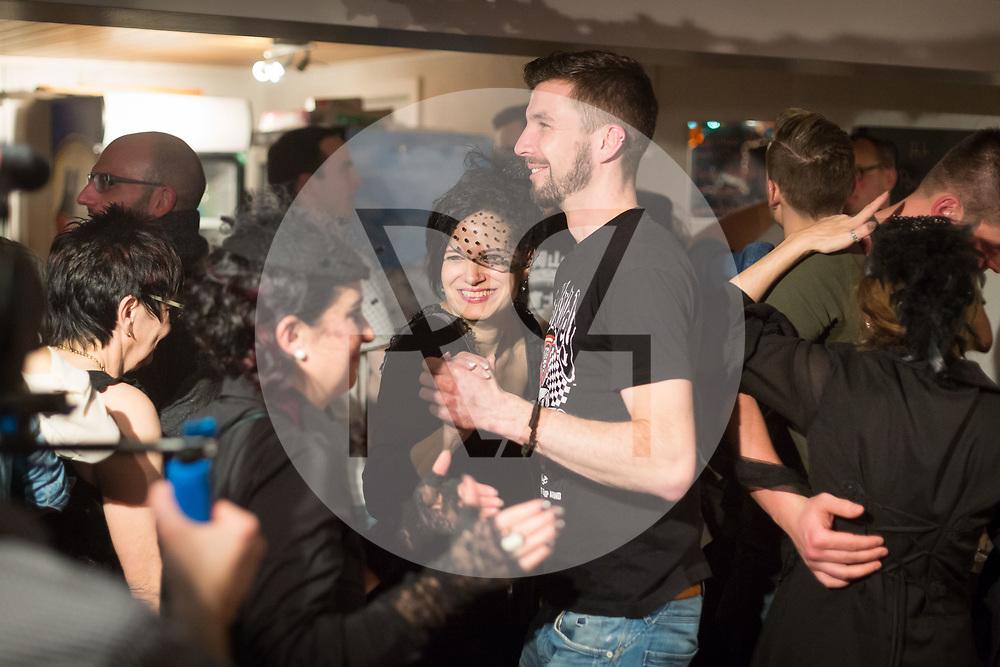 SCHWEIZ - MEISTERSCHWANDEN - Meitlitage 2018, hier wird im Restaurant Traube getanzt - 11. Januar 2018 © Raphael Hünerfauth - http://huenerfauth.ch