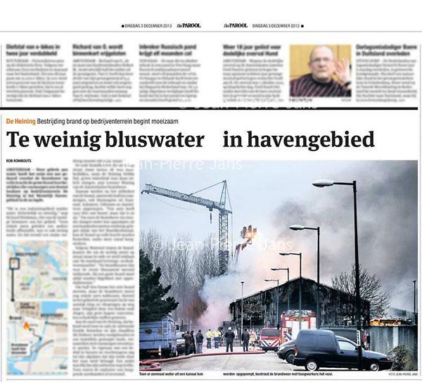 Tekst en beeld zijn auteursrechtelijk beschermd en het is dan ook verboden zonder toestemming van auteur, fotograaf en/of uitgever iets hiervan te publiceren <br /> <br /> Parool 3 december 2013: brand Westelijk Havengebied
