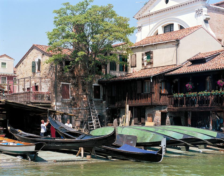 23 JUL 2001 - Venezia - Squeri: le fabbriche delle gondole - Squero di San Trovaso