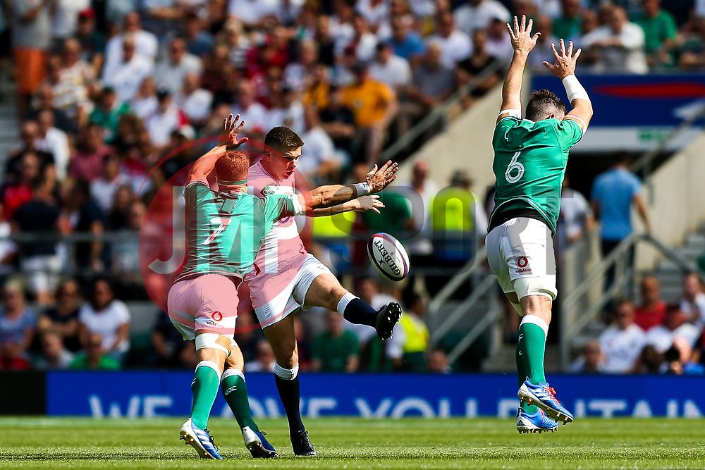 Owen Farrell of England is challenged by Josh van der Flier and Peter O'Mahony of Ireland - Rogan/JMP - 24/08/2019 - RUGBY UNION - Twickenham Stadium - London, England - England v Ireland - Quilter Series.