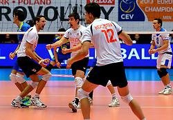 22-09-2013 VOLLEYBAL: EK MANNEN NEDERLAND - SLOVENIE: HERNING<br /> Nederland wint met 3-1 van Slovenie en plaatst zich voor de volgende ronde / Thomas Koelewijn, Nico Freriks , Wytze Kooistra<br /> ©2013-FotoHoogendoorn.nl<br />  / SPORTIDA