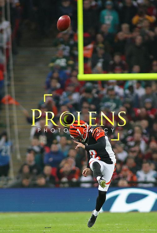 NFL International Series 2016 Washington Redskins @ Cincinnati Bengals 30th OCT 2016<br /> <br /> Cincinnati Bengals Place Kicker Mike Nugent (2) kicks the ball  during game 17 of the NFL International Series between the  Washington Redskins and Cincinnati Bengals, From Wembley Stadium, London.<br /> <br /> Pic Micthell Gunn / PLPA? ProLens Photo Agency.<br /> Sunday 30 October 2016