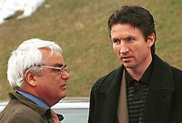 99041438: Fotballpresident Per Ravn Omdal og tidligere Rosenborg-trener Trond Sollied (nå Gent) i prat utenfor Bislett. (Foto: Peter Tubaas)