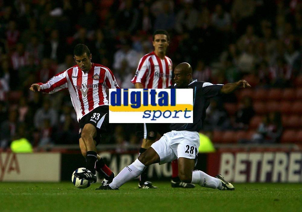 Fotball<br /> England 2005/2006<br /> Foto: SBI/Digitalsport<br /> NORWAY ONLY<br /> <br /> Sunderland v Manchester City<br /> The Barclays Premiership.<br /> 23/08/2005.<br /> Manchester City's Trevor Sinclair (R) looks to tackle Sunderland's Julio Arca (L).
