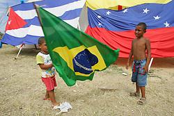 Crianças brincam em acampamento do V Forum Social Mundial, em Porto Alegre. FOTO: Jefferson Bernardes/Preview.com