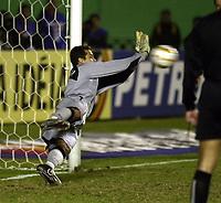 21/07/04 - LIMA - PERU - COPA AMERICA PERU 2004 - AMERICAN CUP - semifinal match.<br /> BRASIL - BRAZIL win by penalty over  URUGUAY - <br />Brazilian gk N*1 JULIO CESAR deten d the penalty <br />© F.G. / Argenpress.com
