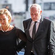 NLD/Amsterdam/20171014 - Besloten erdenkingsdienst overleden burgemeester Eberhard van der Laan, Johan Remkes en partner Nicolette