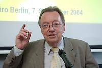 """07 SEP 2004, BERLIN/GERMANY:<br /> Dr. Erhard Oehm, ADAC Vizepraesident fuer Verkehr, ADAC Gespraech zur Mobilitaet """"Tourismus und Verkehr in Deutschland - Stau auf dem Freizeit-Highway?"""", ADAC Praesidialbuero Berlin<br /> IMAGE: 20040907-01-043<br /> KEYWORDS: ADAC Gespräch zur Mobilität"""