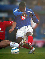 Fotball<br /> Premier League England 2004/2005<br /> Foto: BPI/Digitalsport<br /> NORWAY ONLY<br /> <br /> 30.10.2004<br /> Portsmouth v Manchester United<br /> <br /> Yakubu fires in the second for Portsmouth
