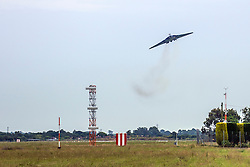 © Licensed to London News Pictures. 28/06/2015. Southend, UK Southend Airport UK, 28th June 2015, Avro Vulcan XH558:  Crowds look on as Avro Vulcan XH558, the last remaining flying Vulcan, Salutes them over Southend Airport.. Photo credit : Graham Eva/LNP