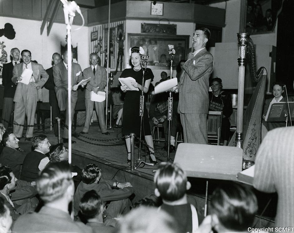 1944 Ken Murray & Olivia de Havilland at the Hollywood Canteen
